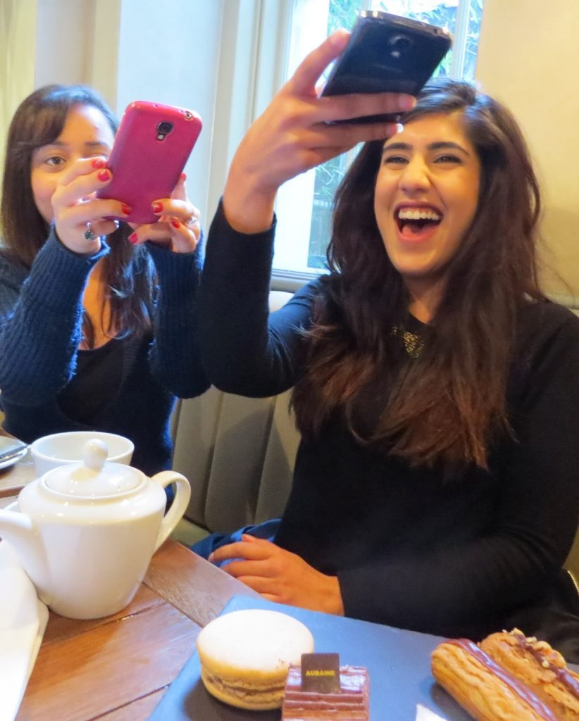 Lifestyle Enthusiast - Lunch Reunion at Aubaine - taking snaps of the amazing desserts