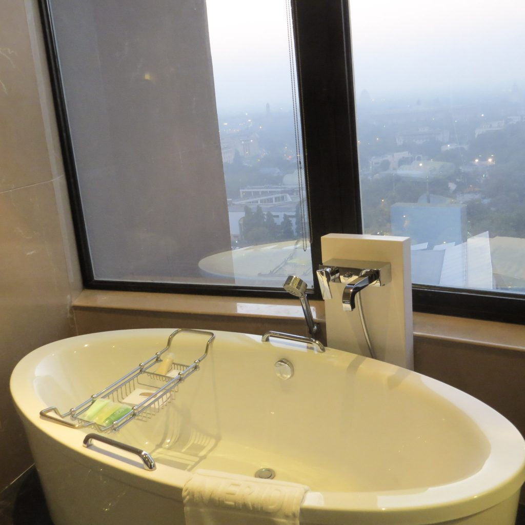 Lifestyle Enthusiast Blog: Le Meridien New Delhi Bath