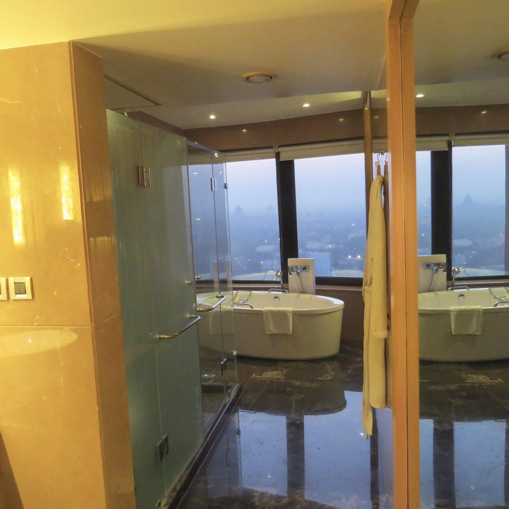 Lifestyle Enthusiast - Le Meridien Hotel New Delhi Suite Bathroom view