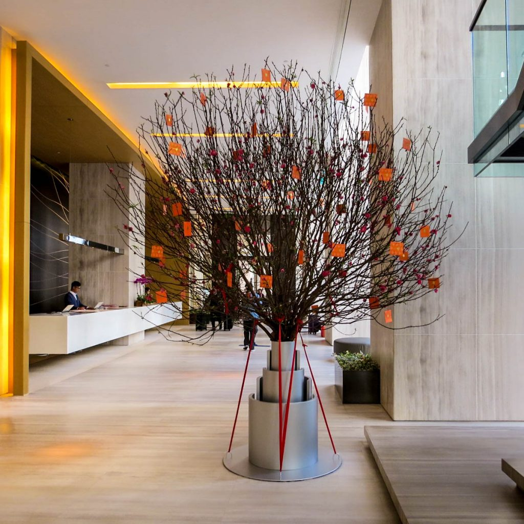 East Hotel Hong Kong - Tree in Lobby