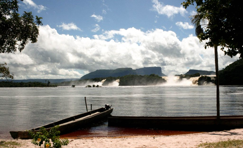 Lifestyle Enthusiast Travel Blog - Canaima Venezuela