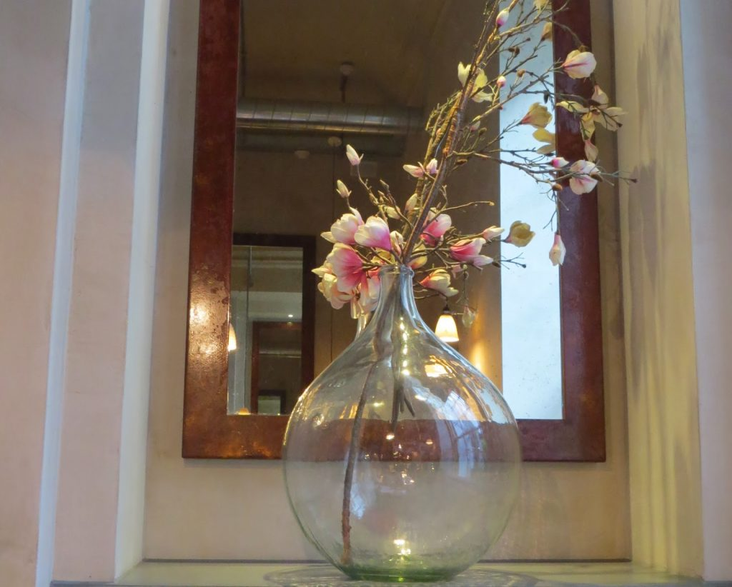 Lifestyle Enthusiast - Lunch Reunion at Aubaine - Beautiful Floral Display