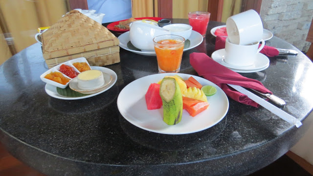 Lifestyle Enthusiast - Fresh fruit for breakfast