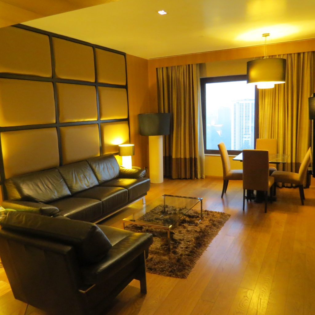Lifestyle Enthusiast - Le Meridien Hotel New Delhi Suite Entrance Room Photo