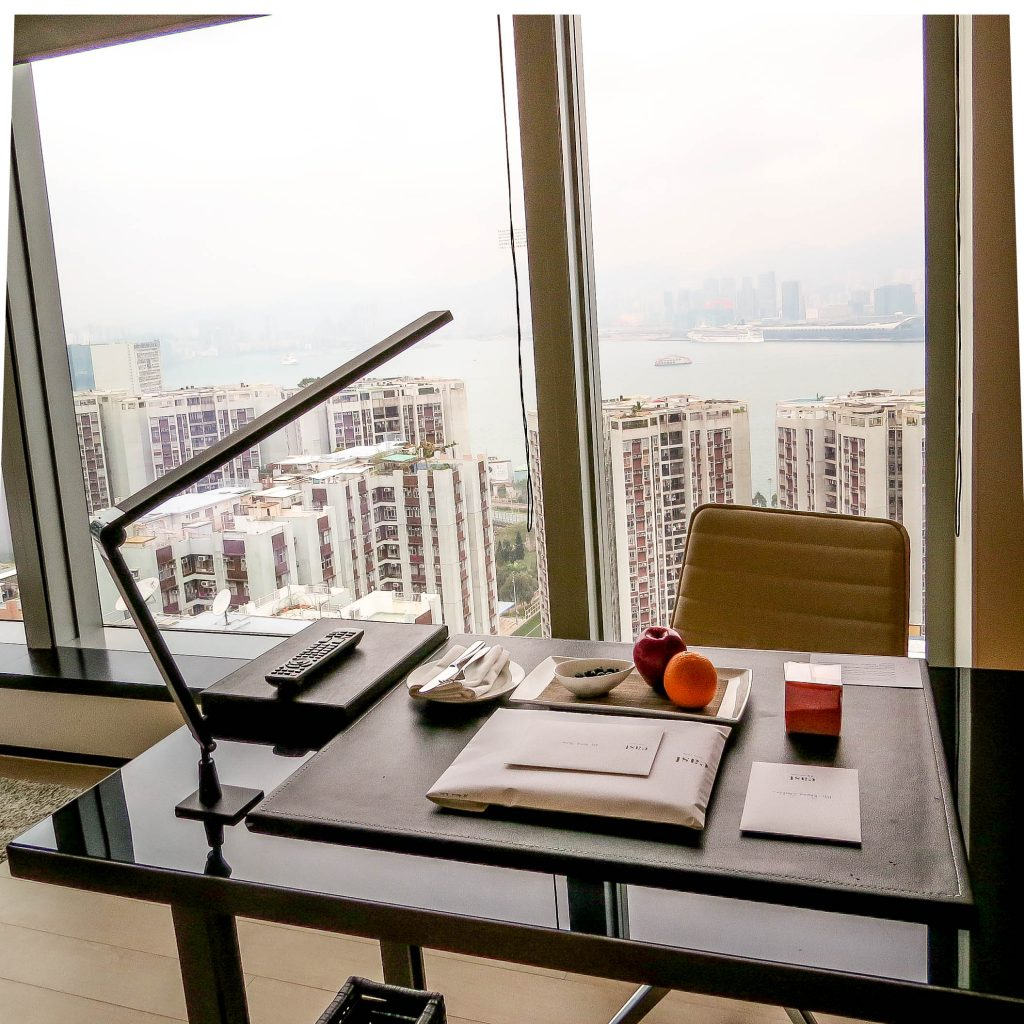 Lifestyle Enthusiast - East Hotel Hong Kong - Harbour Corner Desk