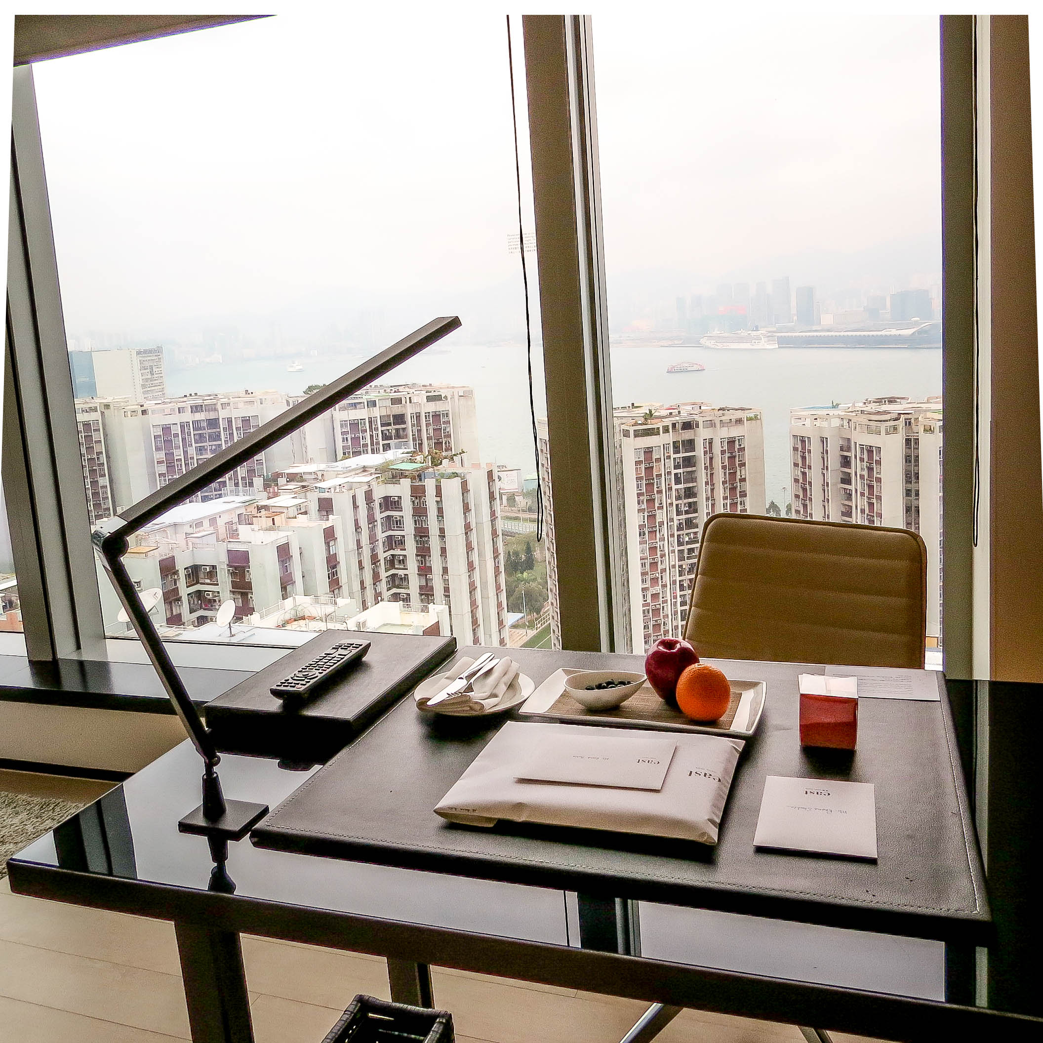 Business hotel in hong kong east hotel - Lifestyle Enthusiast East Hotel Hong Kong Harbour Corner Desk