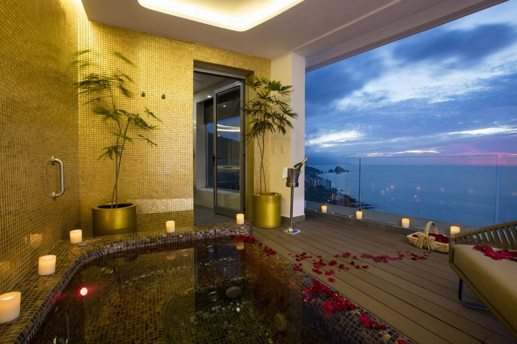 Hotel Mousai Corner Suite Plunge Bath Hot Tub - Lifestyle Enthusiast Blog - photo courtesy of Hotel Mousai
