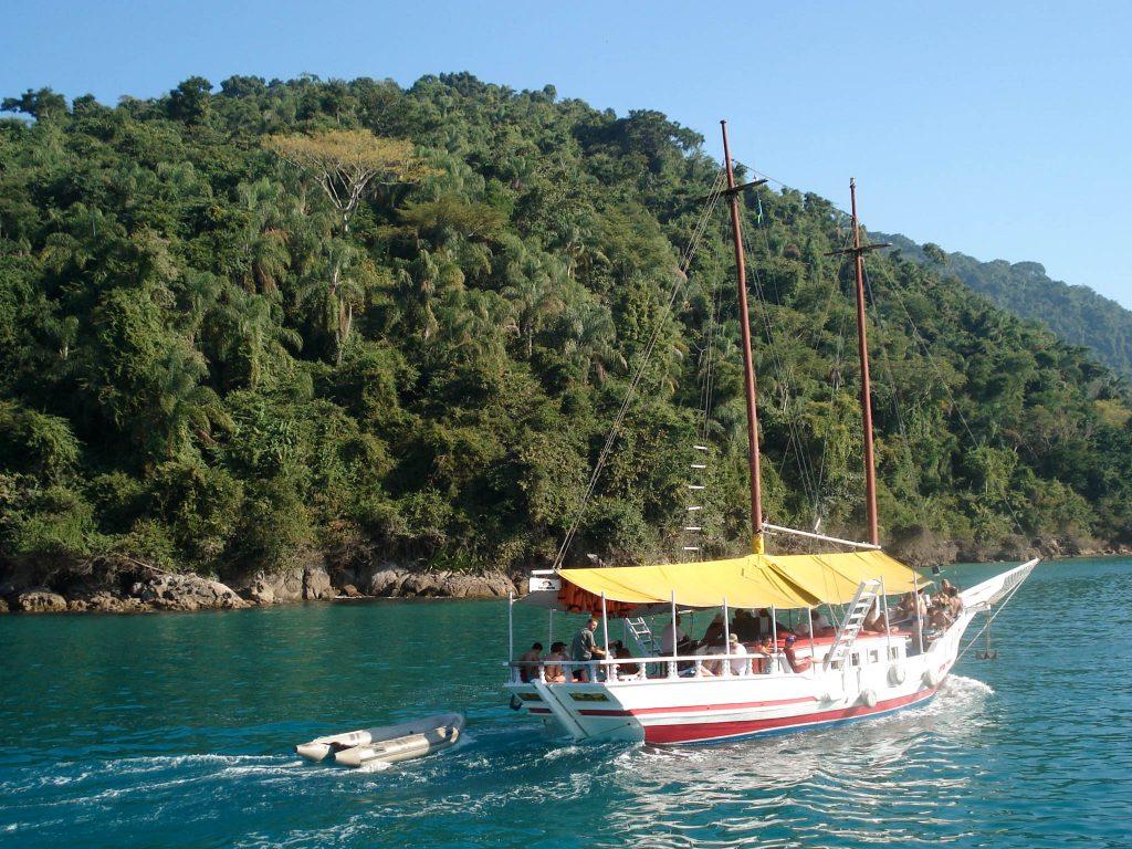 Lifestyle Enthusiast Travel Blog - Paraty Brasil - Boat