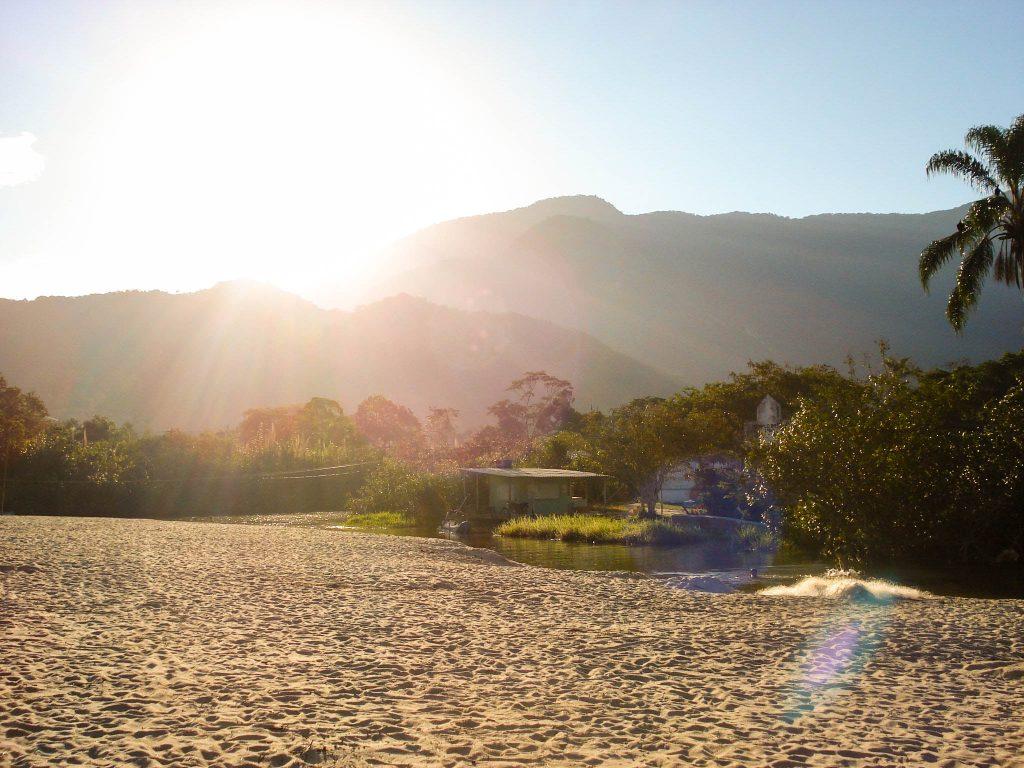 Lifestyle Enthusiast Travel Blog - Paraty Brasil - Beach at Dusk